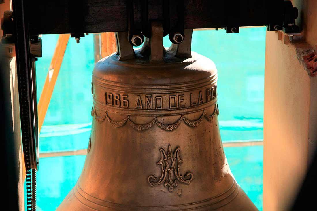 Detalle de la restauración de las campanas
