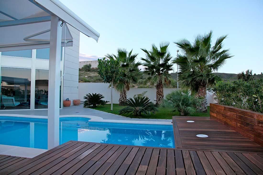 Casa con piscina y jardín