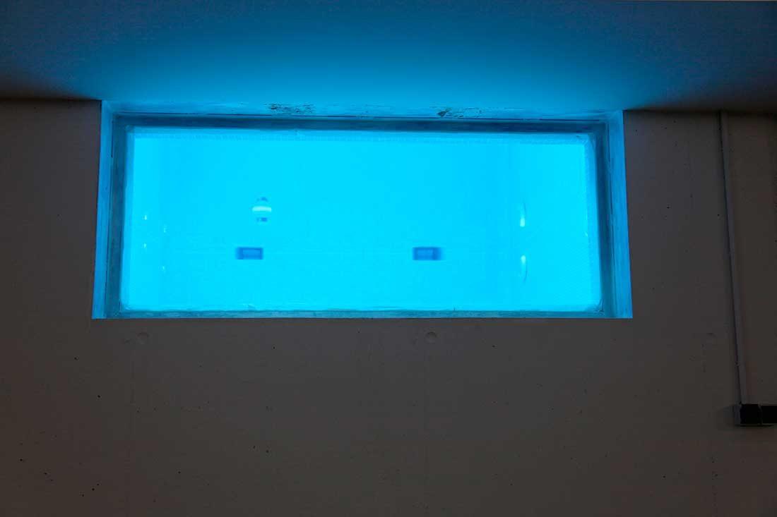Vano de la piscina para iluminar el interior