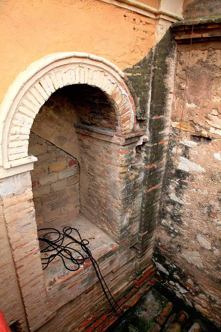 Interior del campanario previo a la restauración